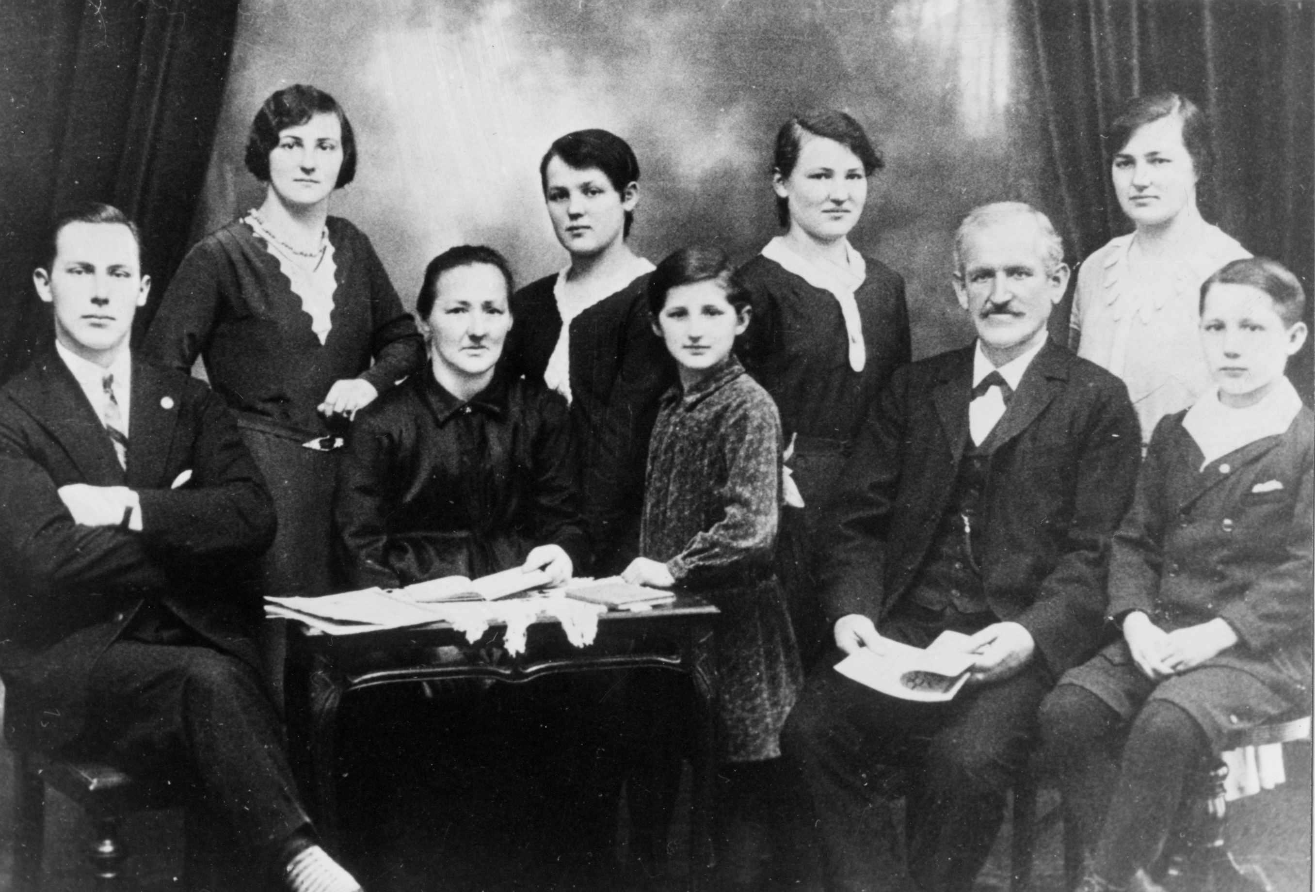 1932_Familie-Krieg-Silberhochzeit